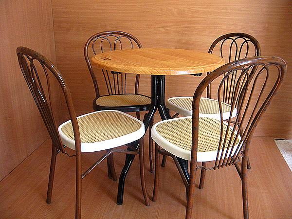شراء Table diam 70 + chaises à fleurs