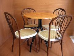 Table diam 70 + chaises à fleurs