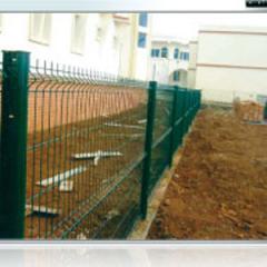 Clôture en treillis soudées et mur de clôture - (Pose de panneaux métalliques)