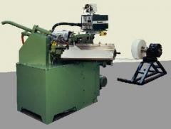 La machine pour la fabrication de cônes pour boissons ou friandises en papier couché, non couché et paraffiné